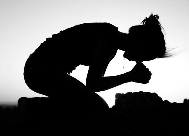 636101956594402060-105560429_prayer-on-my-knees4